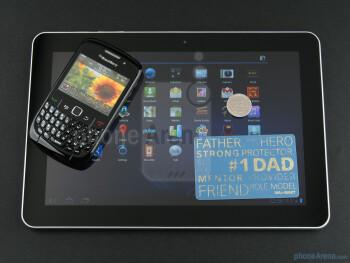 BlackBerry Curve 8520 (top), Samsung GALAXY Tab 10.1 (bottom) - Samsung GALAXY Tab 10.1 Preview