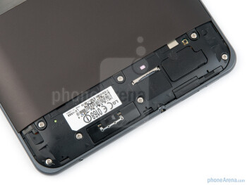 The upper part of the back cover is removable - LG Optimus Pad Review