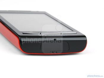 The sides of the Sony Ericsson W8 Walkman - Sony Ericsson W8 Walkman Review