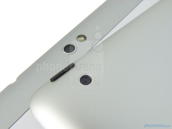Rear cameras - The Apple iPad 2 (left, top) and the Samsung Galaxy Tab 10.1 (right, bottom) - Samsung Galaxy Tab 10.1 vs Apple iPad 2
