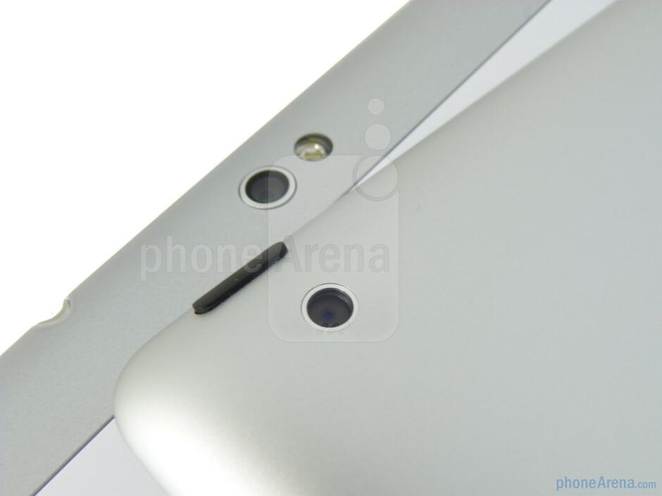 Rear cameras - The Apple iPad 2 (left, top) and the Samsung Galaxy Tab 10.1 (right, bottom) - Samsung Galaxy Tab 10.1 vs Apple iPad 2
