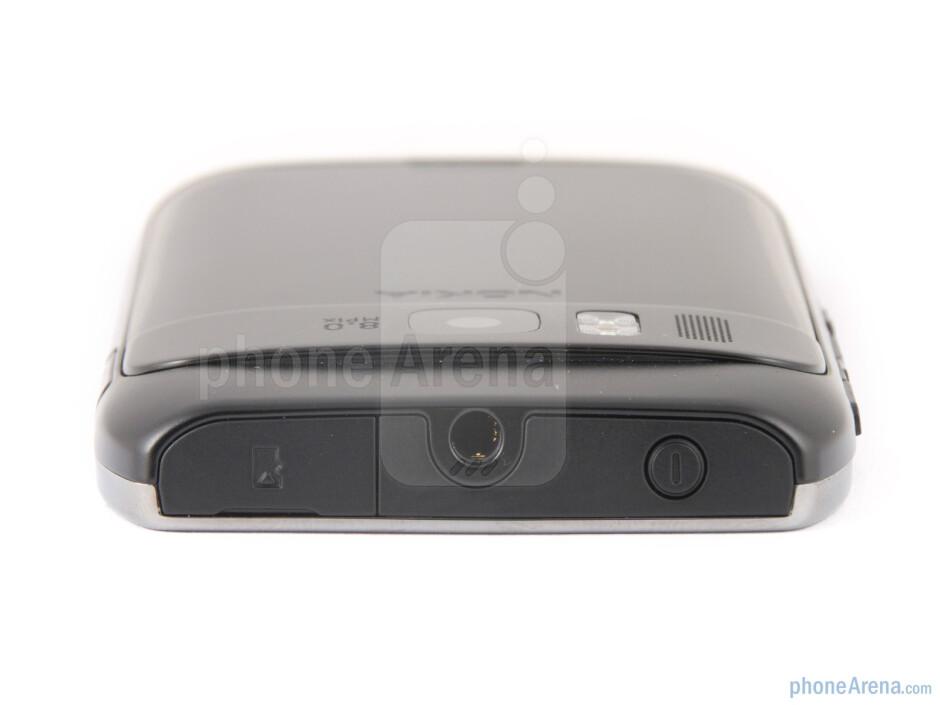 The sides of the Nokia E6 - Nokia E6 Review