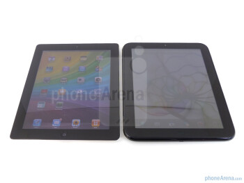 "Both the HP TouchPad (right) and the Apple iPad 2 (left) sport 9.7"" IPS displays - HP TouchPad vs Apple iPad 2"