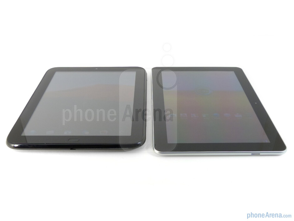 Both the HP TouchPad (left) and the Samsung Galaxy Tab 10.1 (right) exhibit good viewing angles - The HP TouchPad (right) and the Samsung Galaxy Tab 10.1 (left) - HP TouchPad vs Samsung Galaxy Tab 10.1