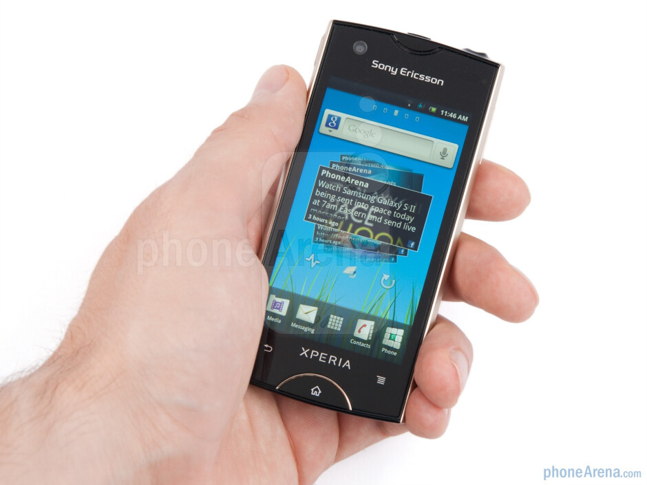 The Sony Ericsson Xperia ray is almost the perfect size, not getting lost in your palm if you have big hands - Sony Ericsson Xperia ray Preview