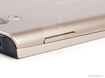 Volume rocker - Sony Ericsson Xperia ray Preview