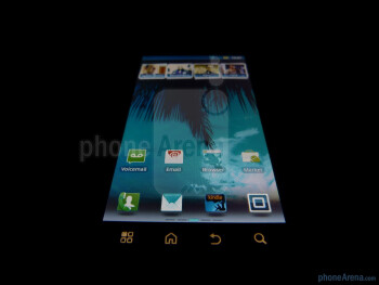 Viewing angles of the Motorola DROID 3 - Motorola DROID 3 Review