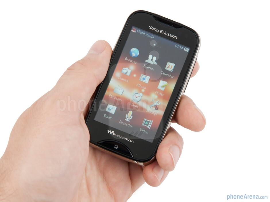 The Sony Ericsson Mix Walkman looks tiny - Sony Ericsson Mix Walkman Preview