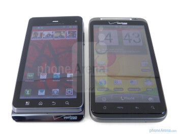 Viewing angles on the Motorola DROID 3 (left) and the HTC ThunderBolt (right) - Motorola DROID 3 vs HTC ThunderBolt