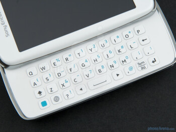 The 4-row QWERTY keyboard of the Sony Ericsson txt pro - Sony Ericsson txt pro Review