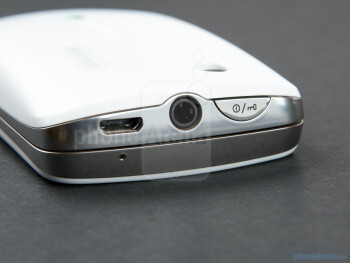 The sides of the Sony Ericsson txt pro - Sony Ericsson txt pro Review