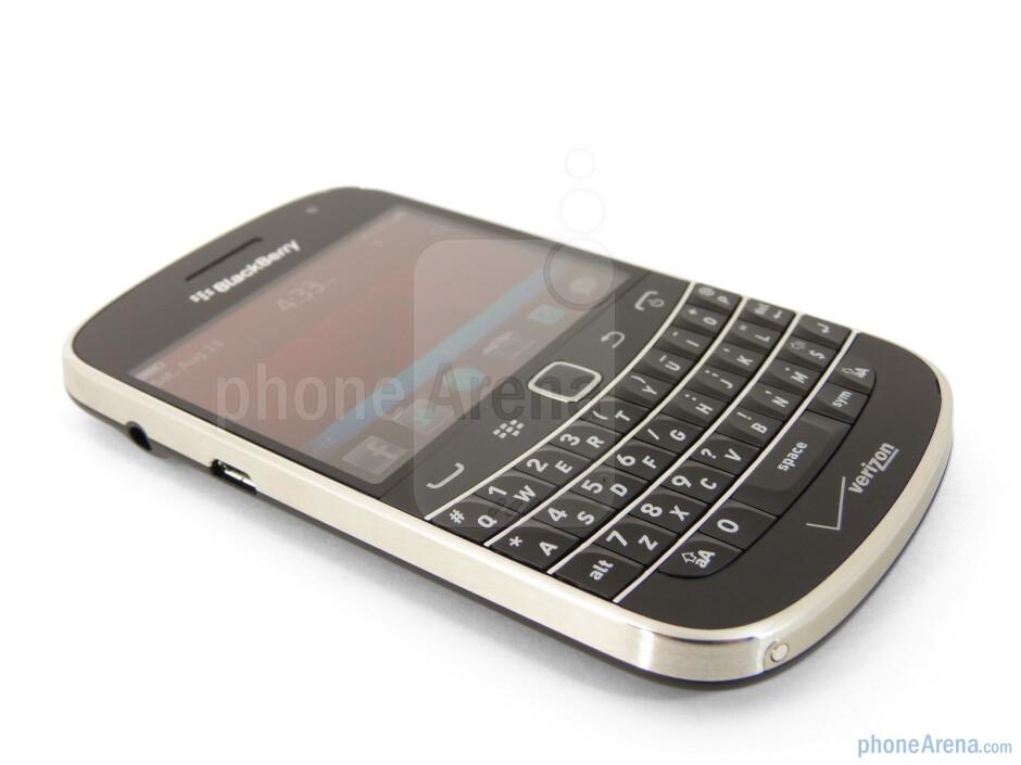 "The RIM BlackBerry Bold 9930 has a 2.8"" VGA display - RIM BlackBerry Bold 9930 Review"