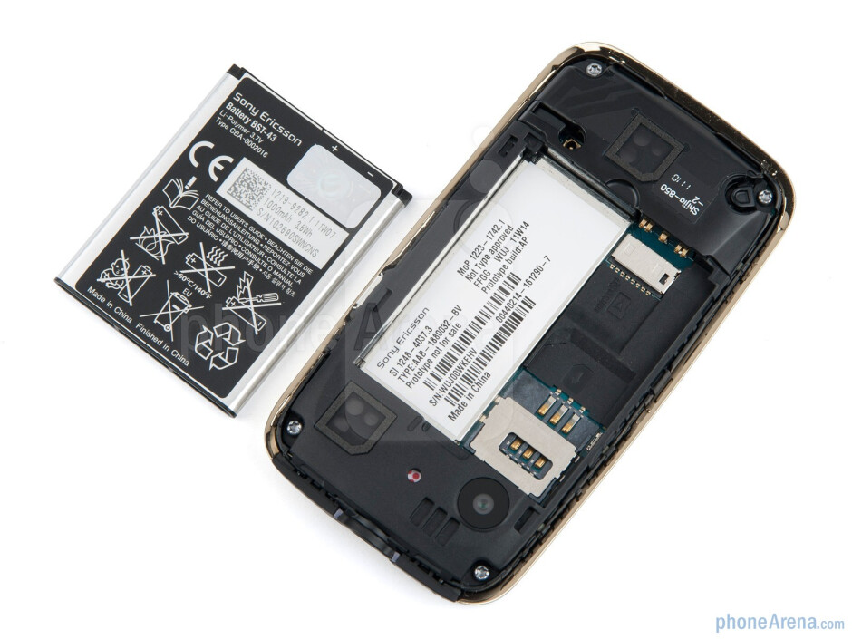 Battery compartment - Sony Ericsson Mix Walkman Review