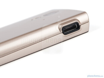 microUSB port - Sony Ericsson Xperia ray Review