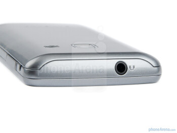 3.5mm jack on top - The sides of the Samsung Wave Y - Samsung Wave Y Preview