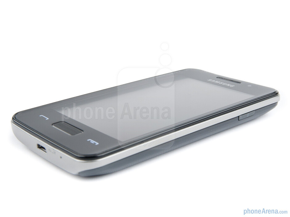 """The 3.65"""" display sports a 320x480 resolution - Samsung Wave M Preview"""