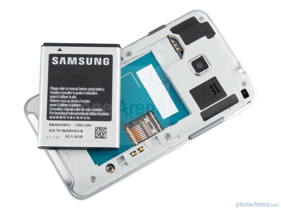 Under the battery cover - Samsung Wave M Preview