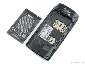 Battery compartment - Nokia 500 Review